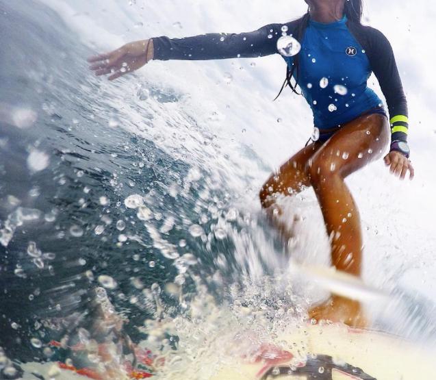 Elaine Abonal, Surfista